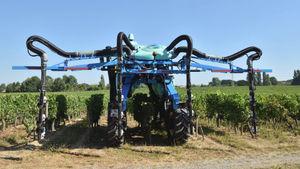 葡萄园喷雾机 / 离心 / 风送式 / 跨式拖拉机储液器